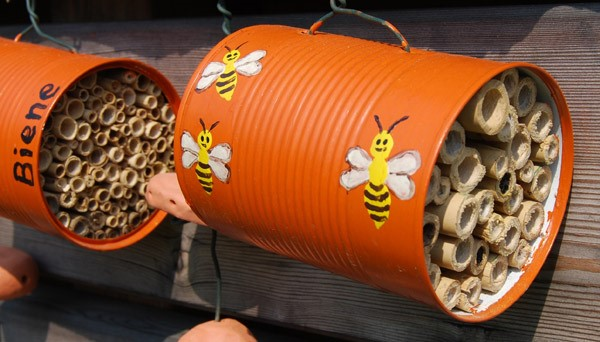 Bienenhotel_aus_Büchsen